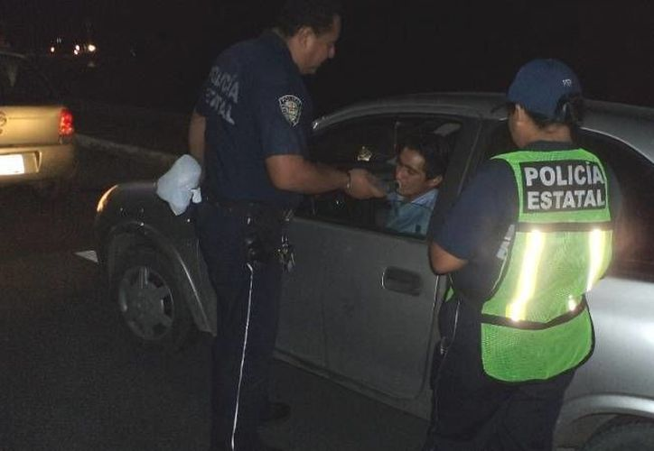 Se aplicaron alrededor de 300 pruebas a conductores, a los que rebasaron el nivel no se les permitió seguir conduciendo. (Claudia Martín/SIPSE)