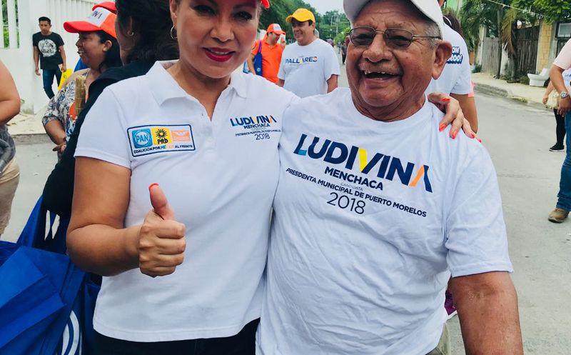 Ludivina Menchaca se dijo agradecida por el buen recibimiento que le dan los ciudadanos. (Redacción)