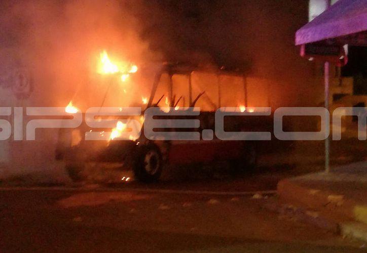 El incendio se presentó en la colonia Delio Moreno Cantón. (SIPSE)