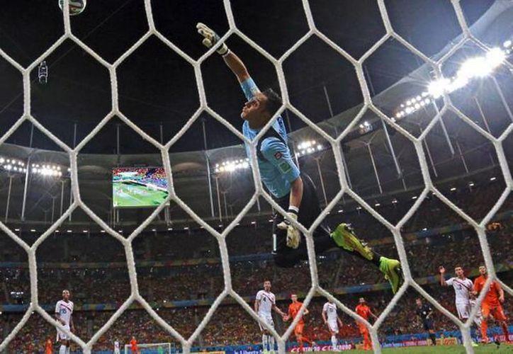 Costa Rica venció a Uruguay e Italia, y empató con Inglaterra. Luego superó a Grecia en octavos, y cayó en cuartos frente a Holanda, en penales. (Facebook/Selección de Costa Rica)