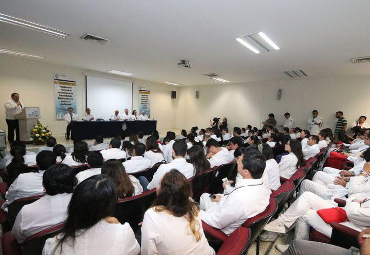 El encuentro se llevó a cabo en el Auditorio del Hospital O´Horan. (Foto: cortesía)
