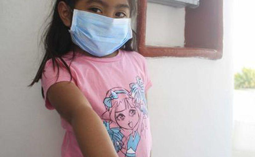 Danna tiene cuatro años, padece aplasia medular y requiere constantes transfusiones de sangre.  (Harold Alcocer/SIPSE)