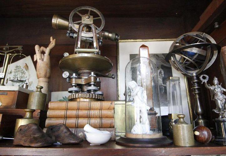 La exposición de los hermanos Cuenca incluye objetos desde el siglo XVI. (Notimex)