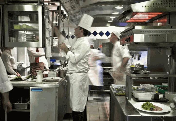 Dueño de un restaurante ofrecía trabajo a migrantes indocumentados. (Foto: AFP)