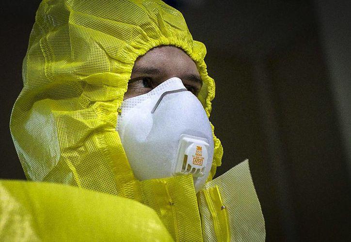 Más de 500 trabajadores de la salud han resultado infectados con ébola en la parte occidental de África. (Archivo/EFE)