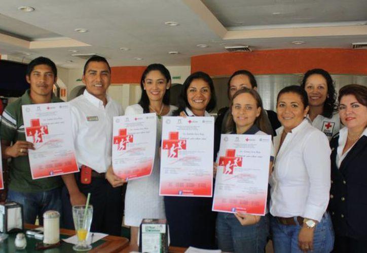 Comité de Damas Voluntarias y la coordinación administrativa de la Cruz Roja. (Alida Martínez/SIPSE)