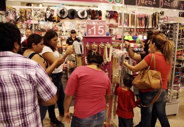 Los productos yucatecos tienen buen prestigio en el extranjero. Imagen de uno de los stands de la Expoferia del Comercio 2015. (Milenio Novedades)