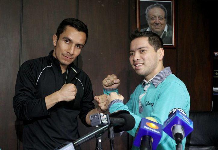 Los boxeadores Dante Jardón 'Crazy' y Jairo López 'Doberman' se enfrentarán esta noche en la Arena Coliseo, por el título Internacional ligero del Consejo Mundial de Boxeo. (Notimex)