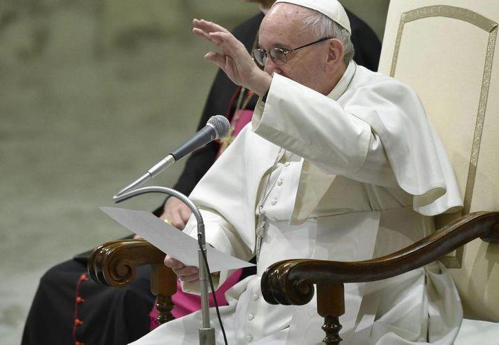 El Papa Francisco exhortó a sus propios pastores a asegurarse que sus palabras se correspondan con la visión de una Iglesia acogedora y que no juzga. (Archivo/EFE)