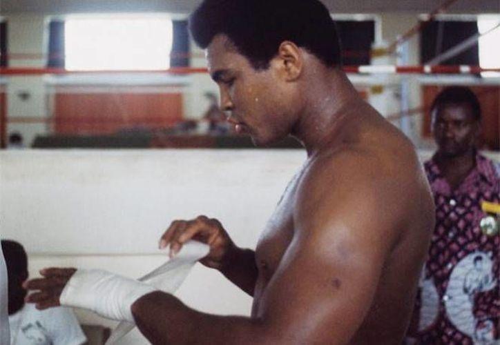 El exboxeador de 74 años de edad ha sufrido por muchos años con la enfermedad de Parkinson. (Foto tomada de Twitter/@MuhammadAli)
