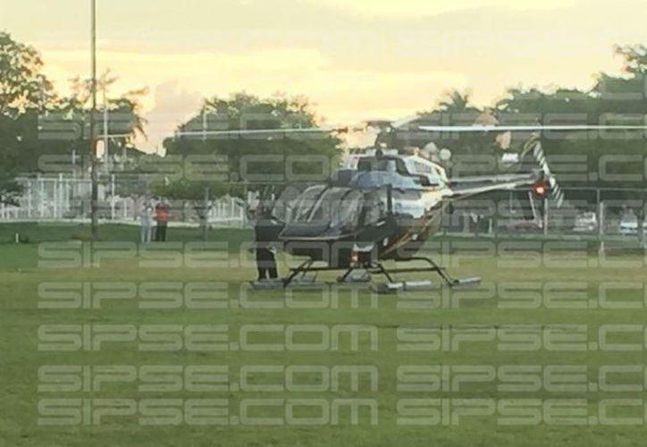 Rescatan en helicóptero a los turistas que tuvieron un desperfecto en su auto, al dirigirse de Chuburná Puerto hacia Sisal. (Alex Gómez/SIPSE)
