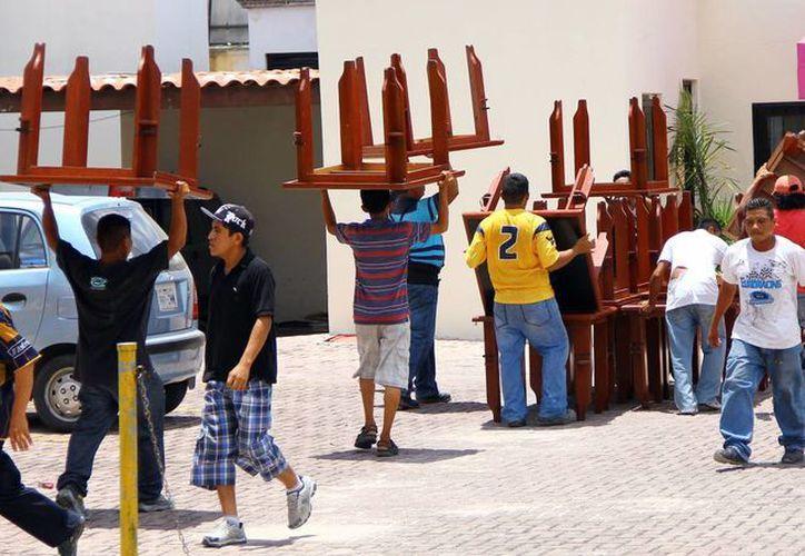 El desalojo fue en un condominio de la zona hotelera y dos inmuebles ubicados en la supermanzana 69. (Sergio Orozco/SIPSE)