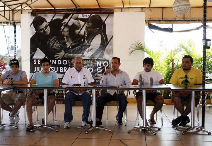 Realizan conferencia de prensa para presentar el Campeonato Estatal de Jiu-Jitsu Brasibleño No Gi 2014. (Francisco Galvez/SIPSE)