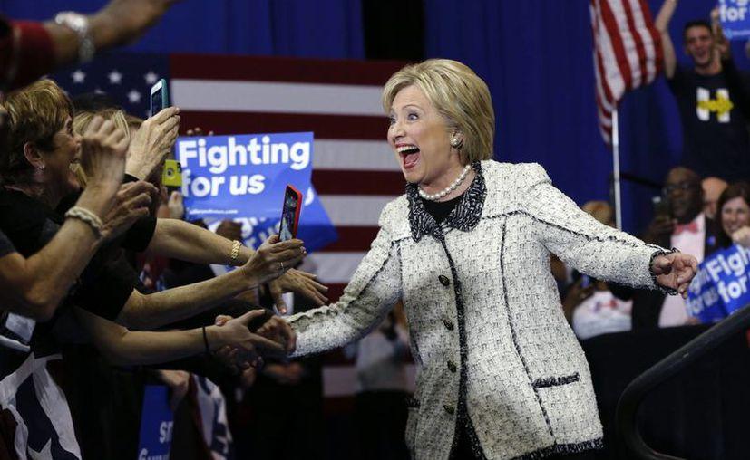 Hillary Clinton venció a Bernie Sanders este sábado y se sacudió recuerdos amargos de su derrota ante Barack Obama en South Carolina hace ocho años. (AP)