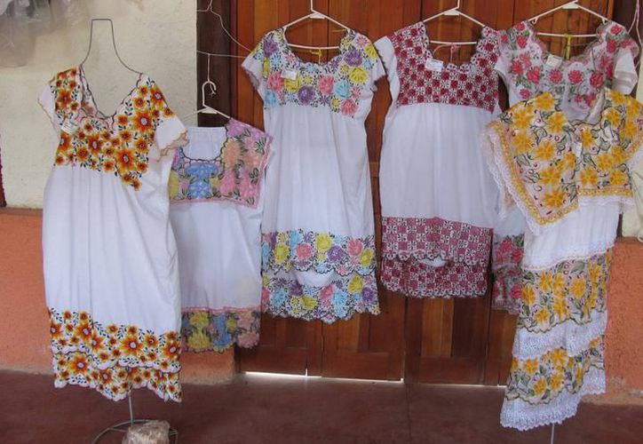 Según el Gobierno de Yucatán, las mujeres musulmanas usan los hipiles yucatecos como salidas de baño. Los textiles son uno de los productos que más exporta la entidad. (Archivo/SIPSE)