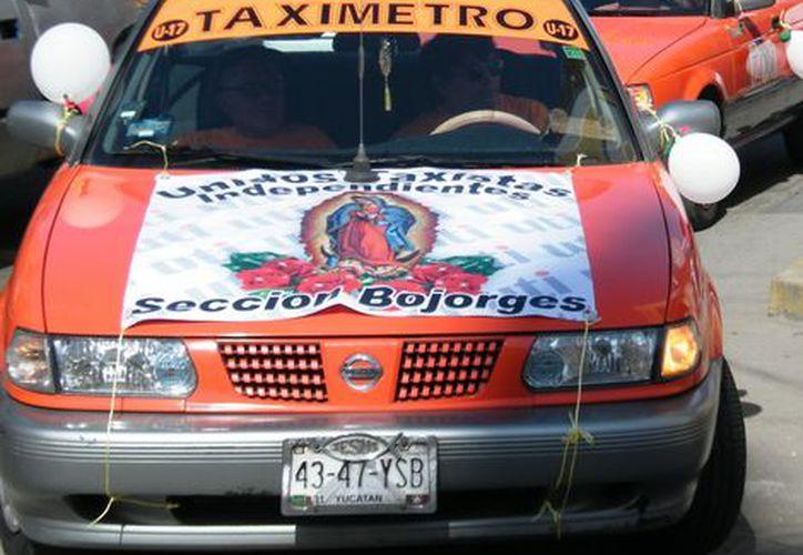 """Caravana de La Unión de Taxistas Independientes """"Felipe Carillo Puerto"""".  (Milenio Novedades)"""