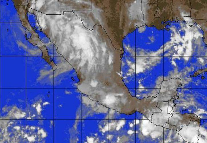La onda tropical número nueve se localiza en el occidente del Mar Caribe. (Redacción/SIPSE)