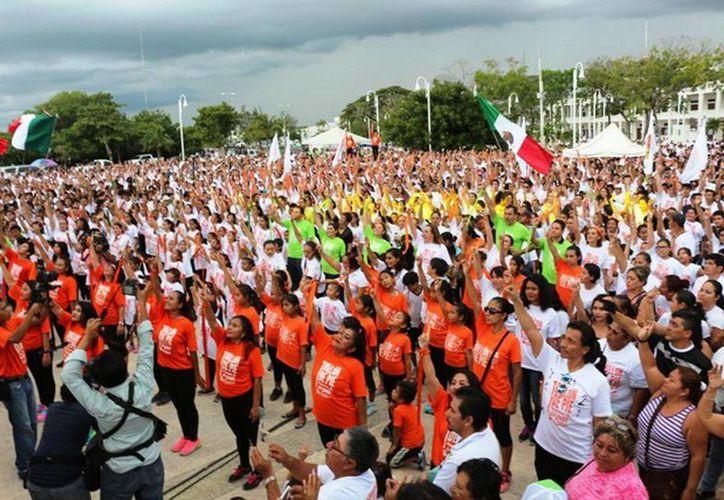 Más de 7 mil personas participaron en 'Un billón de pie'. (Redacción/SIPSE)