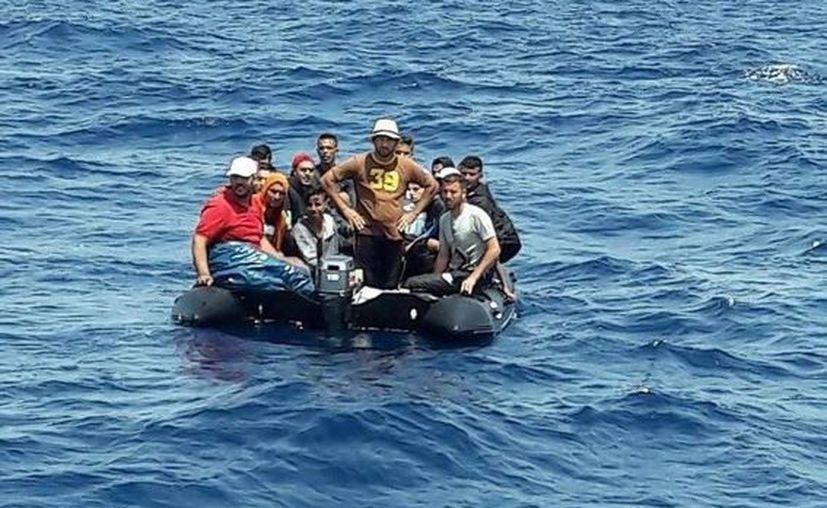 La Organización Internacional para las Migraciones (OIM) cifró en más de 120 las personas que viajaban a bordo de la embarcación. (Europa Press)