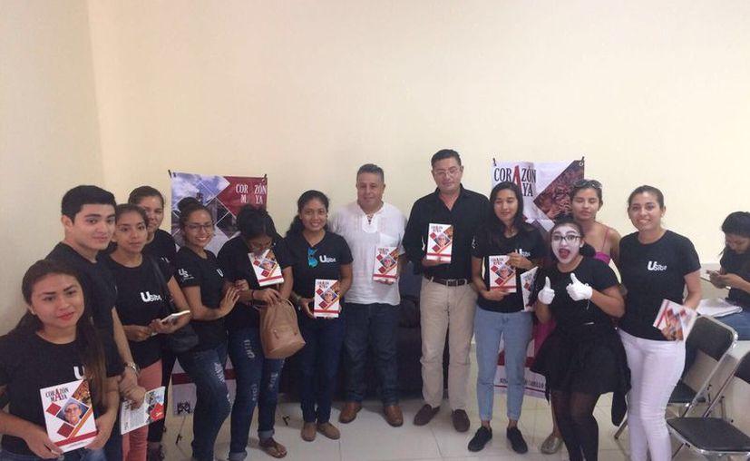 El libro fue presentado durante la celebración de la 'Semana de la Comunicación' en la Universidad del Sur. (Redacción/SIPSE)
