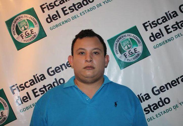 La Fiscalía detuvo a Ramiro Miguel Peña Espadas, luego de una denuncia de la Productora Nacional de Huevo; lo acusan de hacerse pasar por empleado para cobrar 50 mil pesos. (Cortesía)