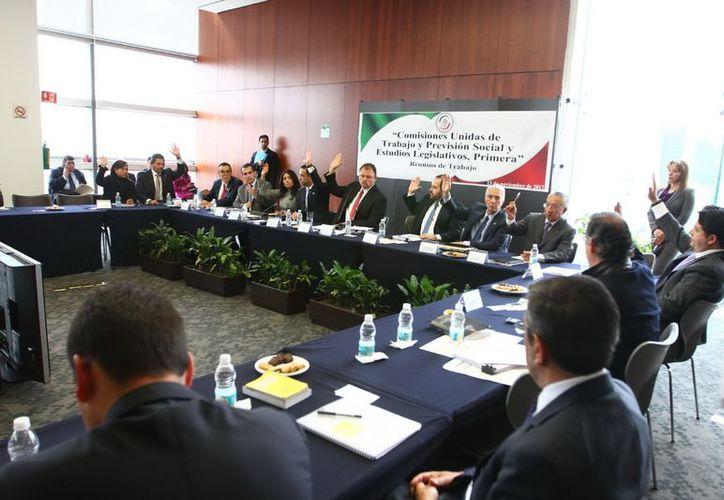 Por mayoría el Senado aprobó la inicativa preferente del presidente Felipe Calderón, con modificaciones. (Notimex)