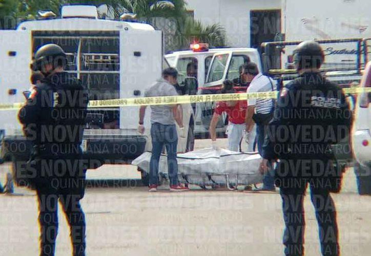 El cuerpo del taxista fue trasladado al Servicio Médico Forense.  (Redacción)