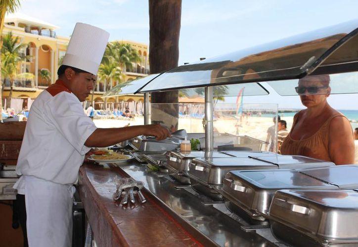 Restaurantes y hoteles están sirviendo comidas con pez león por su sabor parecido a la langosta. (Luis Ballesteros/SIPSE)