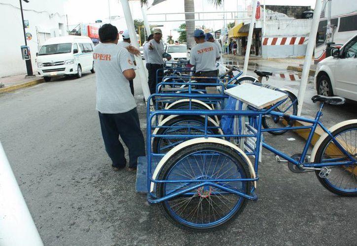 Los tricicleros consideran que el robo continuará debido a que las piezas son fáciles de desarmar. (Alida Martínez/SIPSE)