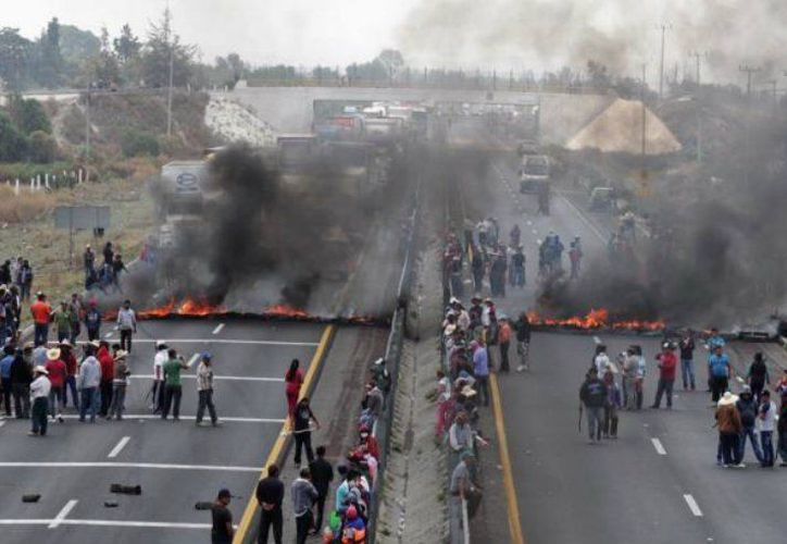Dos enfrentamientos entre fuerzas armadas y civiles, ocurridas ayer, dejaron como saldo 10 muertos, en Puebla. (lopezdriga.com)