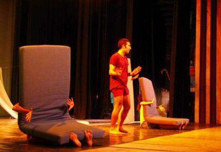 Con las presentaciones de 'El lagarto de humo' se cierra un ciclo de la temporada infantil 2013 de la Compañía Tumáka't. (Milenio Novedades)