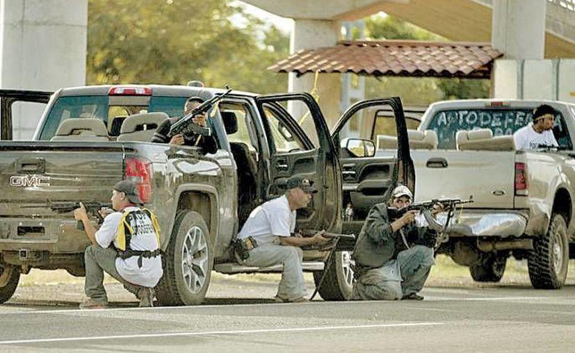 En los registros de Procampo no sólo aparecen <i>El Tío</i> Plancarte y <i>Juanito</i>, sino también <i>El Abuelo</i>, que se hizo de más de 92 mil pesos de Procampo y hoy es miembro de autodefensas en Michoacán. (AP/Contexto)