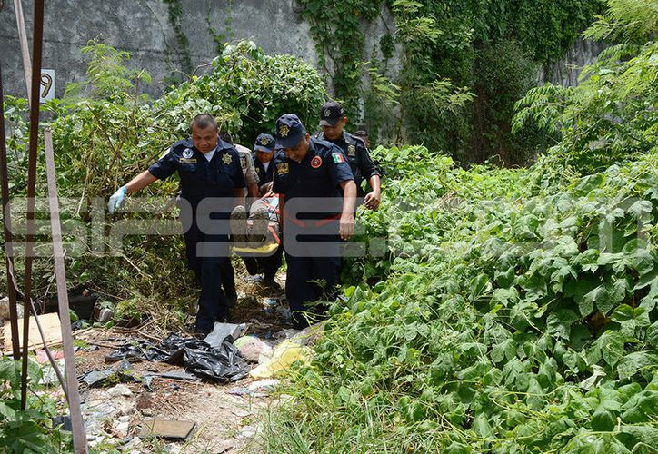 El señor cayó en un pozo de un terreno ubicado en el mero Centro. (Victoria González/SIPSE)