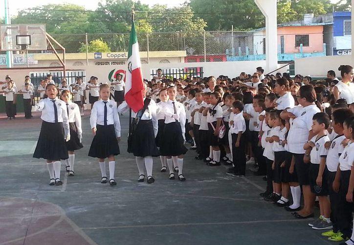 Alrededor de 46 mil estudiantes del nivel básico en Othón P. Blanco regresaron a clases, ayer lunes. (Gerardo Amaro/SIPSE)
