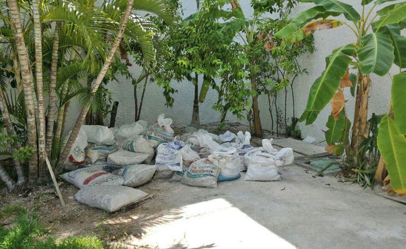 Algunos trabajadores dejaron materiales de construcción en el lugar. (Jesús Tijerina/SIPSE)