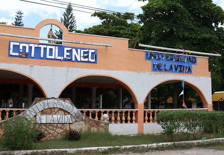 El Cottolengo se ubica en el Periférico Oriente, a unos metros de la salida a carretera a Motul. (José Acosta/SIPSE)