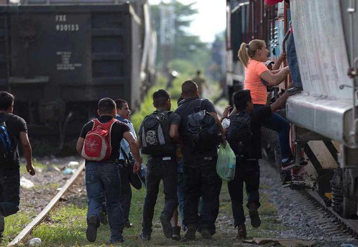 México cuenta con una tradición migratoria endémica, es a partir de 2006 cuando la Secretaria de Salud desarrolló dos programas de atención médica dirigidos a la población migrante. (Archivo/AP)