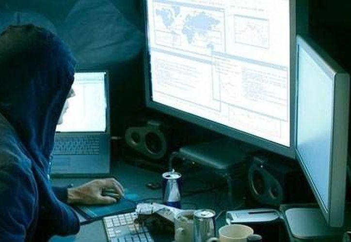 La ciberseguridad debe considerar normas jurídicas, políticas públicas, protección del uso y procesamiento, almacenamiento y transmisión de información y datos. (prodigy.msn.com)