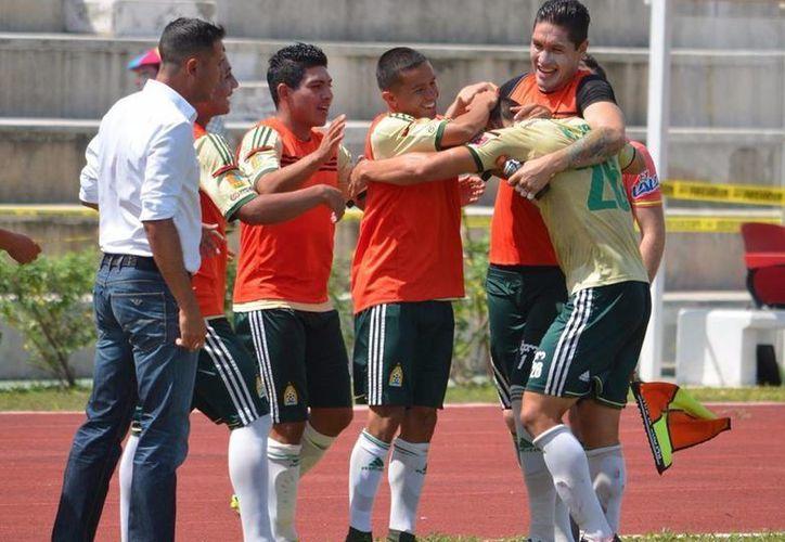 En su búsqueda de ser protagonistas, Inter Playa no escatimó en refuerzos y contrató al portero Carlos Aguilar. (Ángel Mazariego/SIPSE)