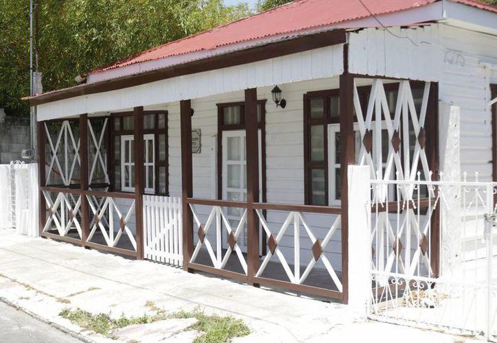 Debe haber 45 casas de madera estilo anglo-caribeño, en la capital del Estado. (Harold Alcocer/SIPSE)
