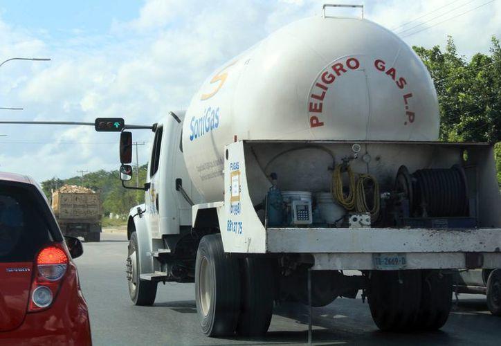 Ante el alza de la gasolina, empresarios de Yucatán perderán competitividad y aumentarán sus costos de producción. (Archivo/SIPSE)