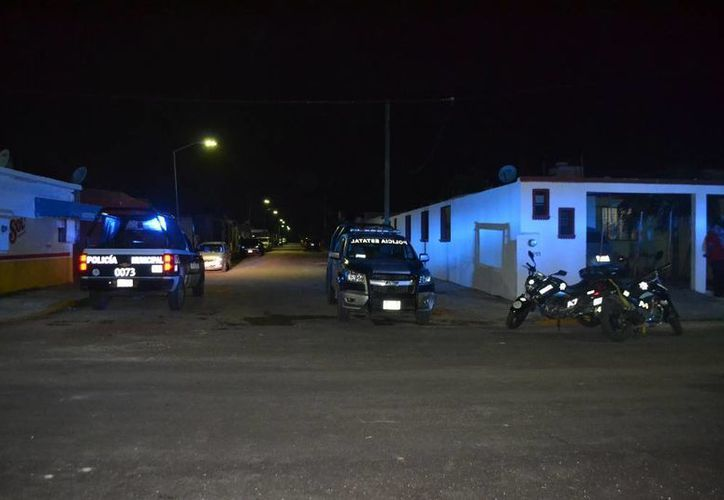 Elementos de la Policía Municipal y Estatal acudieron a verificar la presunta balacera. (Redacción/SIPSE)