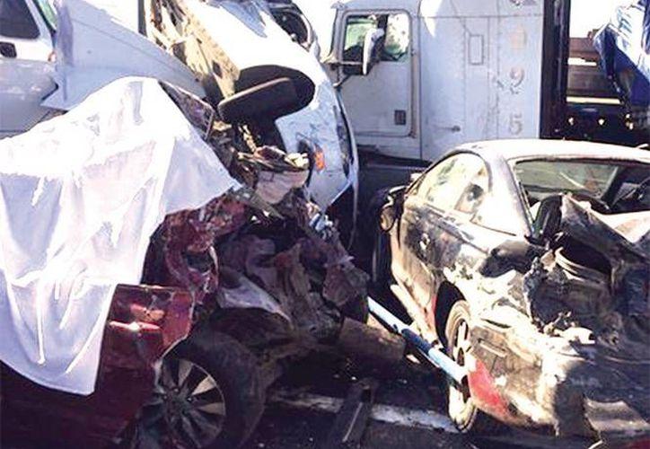 El 24 de diciembre, una carambola en el Circuito Exterior Mexiquense dejó seis muertos. La temporada decembrina dejó como saldo 58 muertos en carreteras (Excelsior)