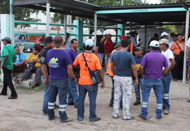 Los paros que llevaron a cabo los trabajadores fueron a manera de presión para que autoridades atiendan sus exigencias. (Joel Zamora/SIPSE)