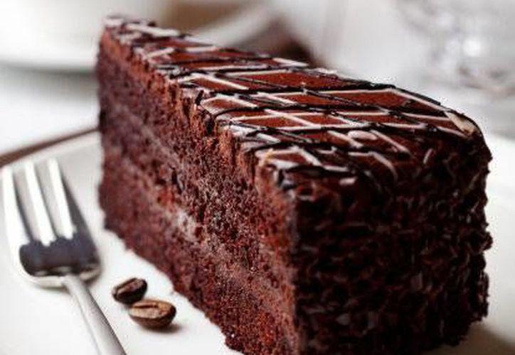 De acuerdo con un estudio, desayunar pastel de chocolate ayuda a reducir la ansiedad por comer azúcar durante el día. (Contexto/Internet)