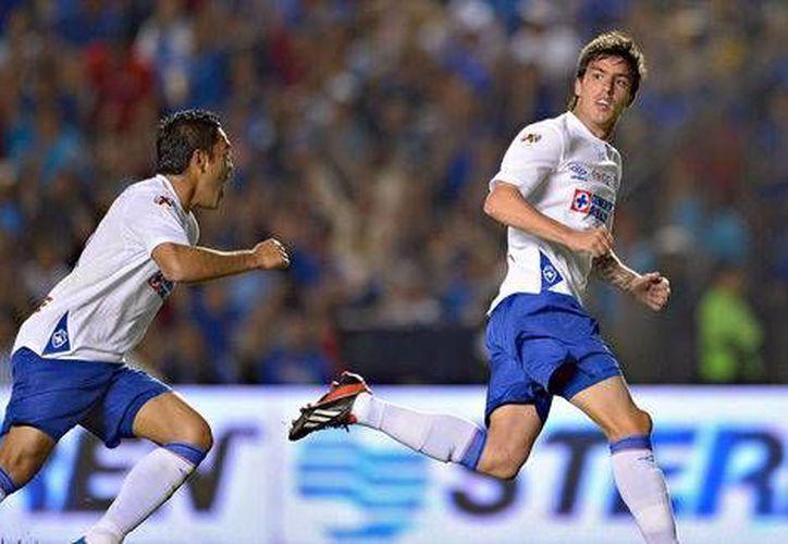 Mauro Formica celebra el gol con el que el cuadro celeste remontó el marcador en casa de Gallos de Querétaro. (mexsport.com)