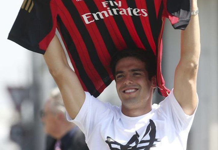 El futbolista brasileño aspira a jugar en el próximo Mundial de Brasil y llegar a los cien goles con el Milan. (Agencias)