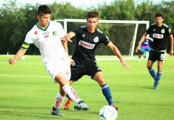 Las Chivas Rayadas de Guadalajara golearon a Yucatán este lunes en un amistoso de preparación. El 5-1 total estuvo formado con goles de Omar Bravo, Raúl López, Eduardo López, Michel Vázquez y David Ramírez. (venadosfc.com)