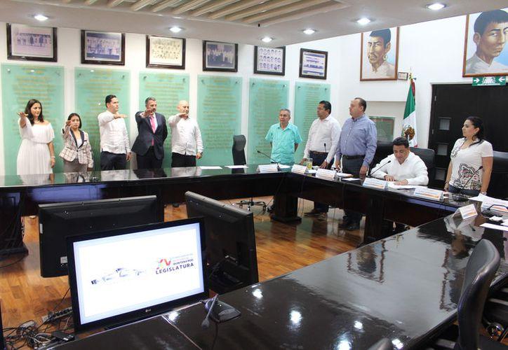 Los integrantes de la Diputación Permanente del Congreso del Estado tomaron protesta a los nuevos magistrados. (Joel Zamora/SIPSE)