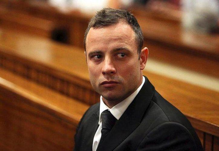 El atleta sudafricano Oscar Pistorius fue  condenado a 15 años de prisión por haber  asesinado a balazos a su  novia en la habitación que compartían en 2013. (AP)